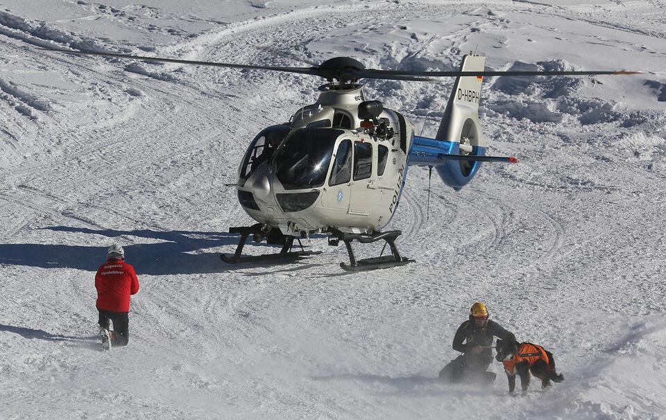 Snowboarder (19) verlässt Piste und löst Lawine aus