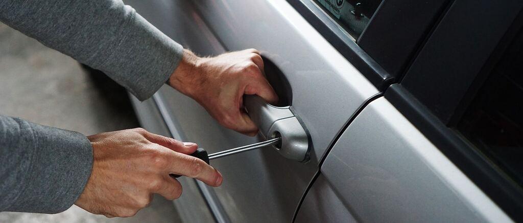 Organisierte Kriminalität? Mehrere hochwertige BMWs an Autohaus aufgebrochen - Traunsteiner Tagblatt