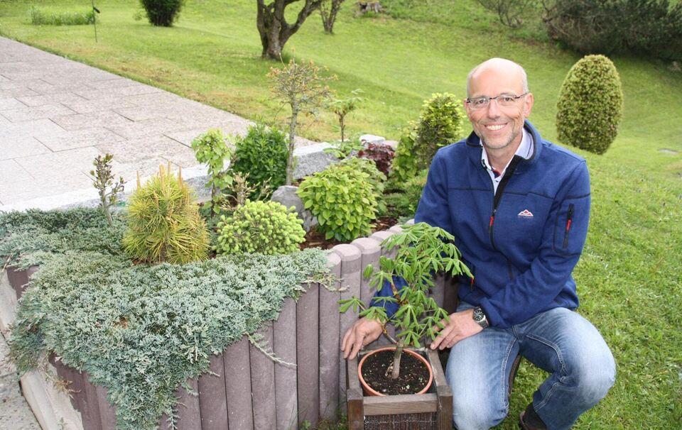 in konrad weigls garten wachsen ahorn buche und co als bonsais markt berchtesgaden. Black Bedroom Furniture Sets. Home Design Ideas