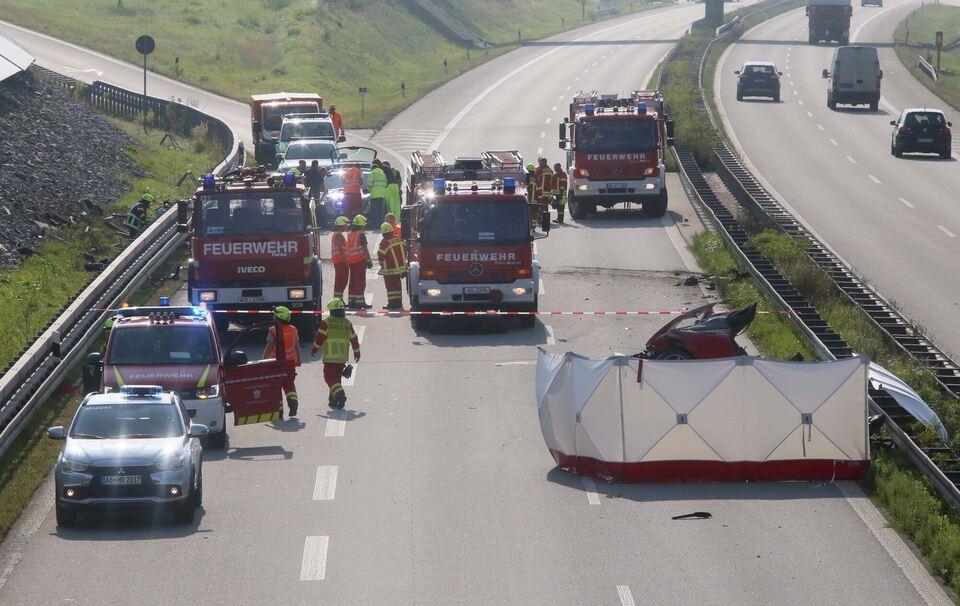 Ferrari zerschellt auf der A94 - Burghauser (34) tot