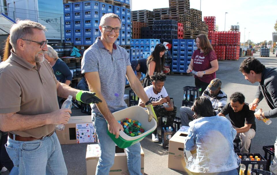 Aktion des Rotaryclubs Traunstein: Mit Flaschendeckeln Geld für ...