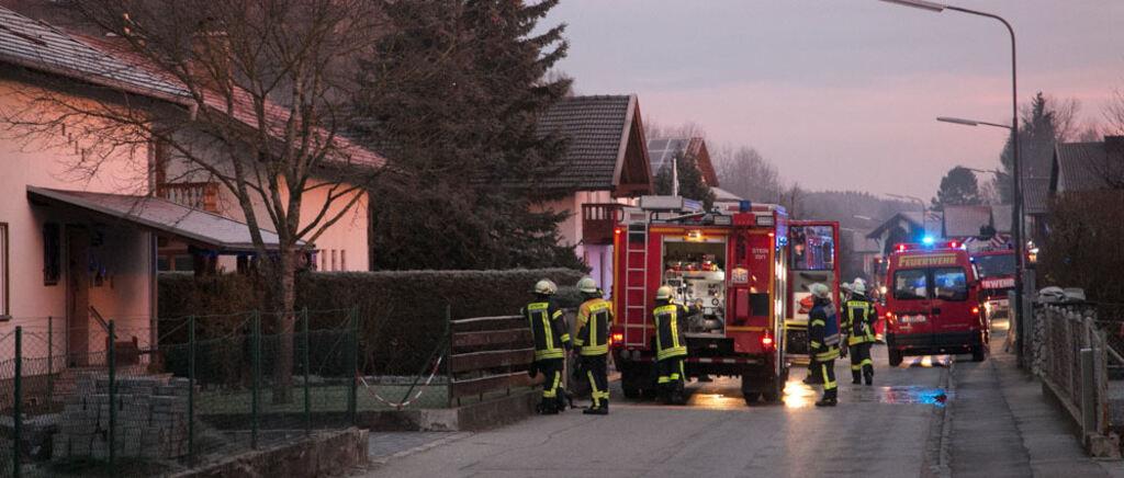 Rollstuhlfahrer Mit Schweren Verbrennungen Aus Brennender