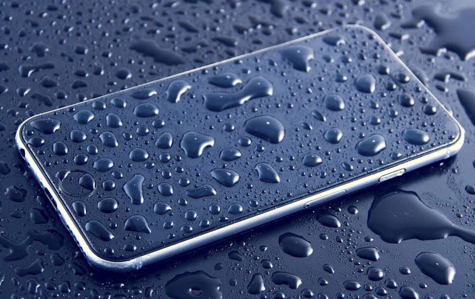 Handy nass geworden: Was kann ich jetzt tun?