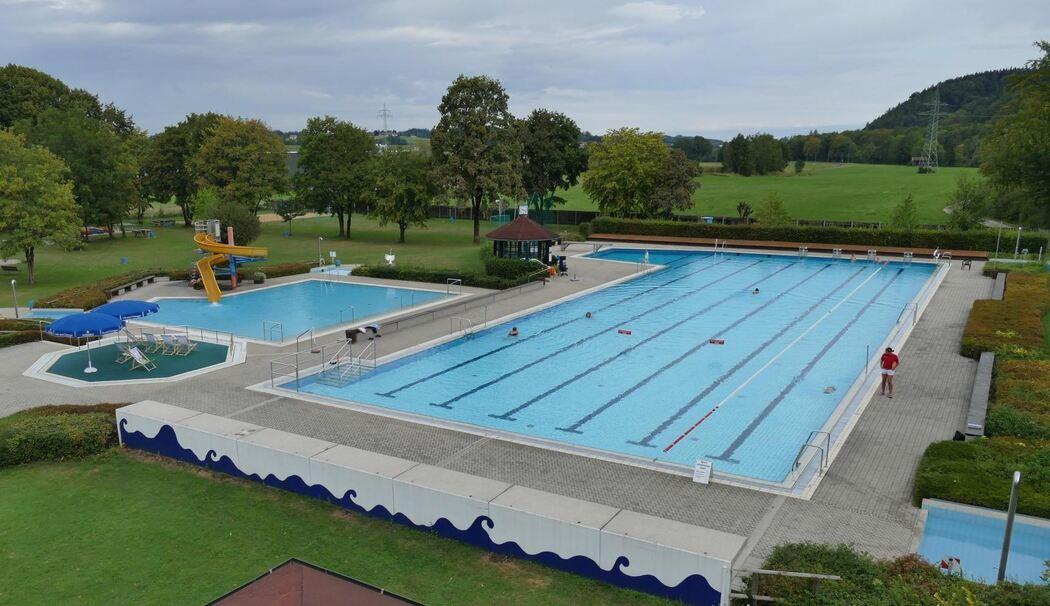 schwimmbad in siegsdorf soll umgebaut werden sanierung kostet rund 6 5 millionen. Black Bedroom Furniture Sets. Home Design Ideas