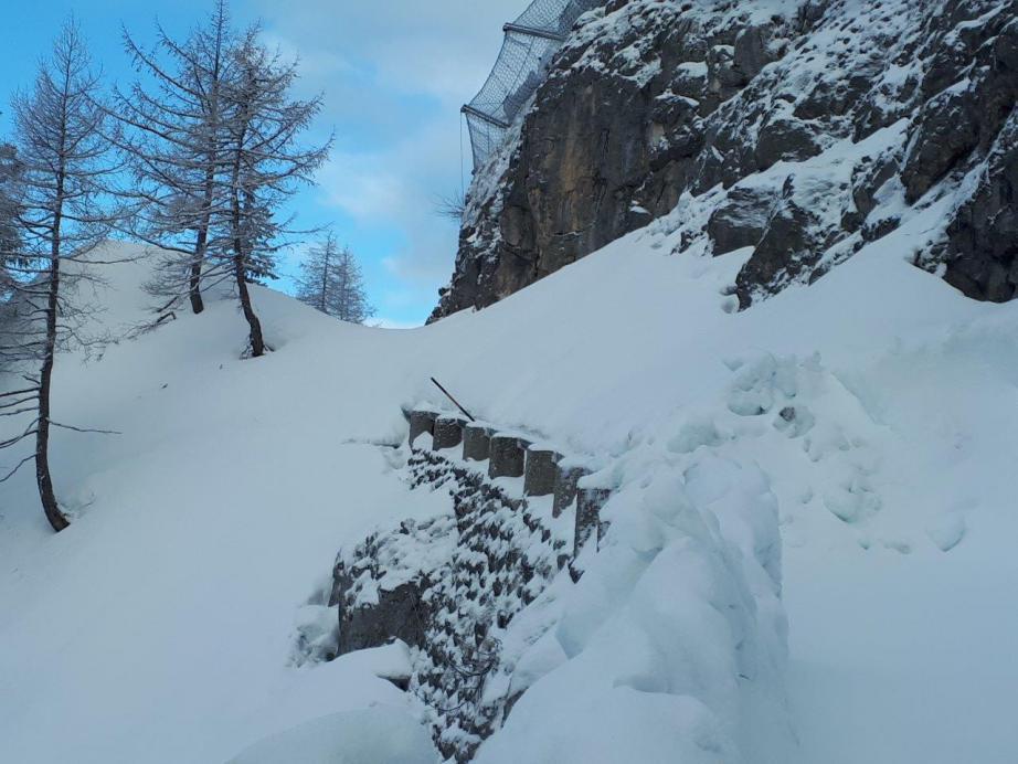 Pistenraupe vom Götschen hilft bei Schneeräumung am Kehlstein