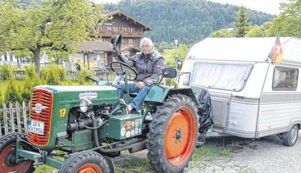 Reisen Mit Traktor Und Wohnwagen