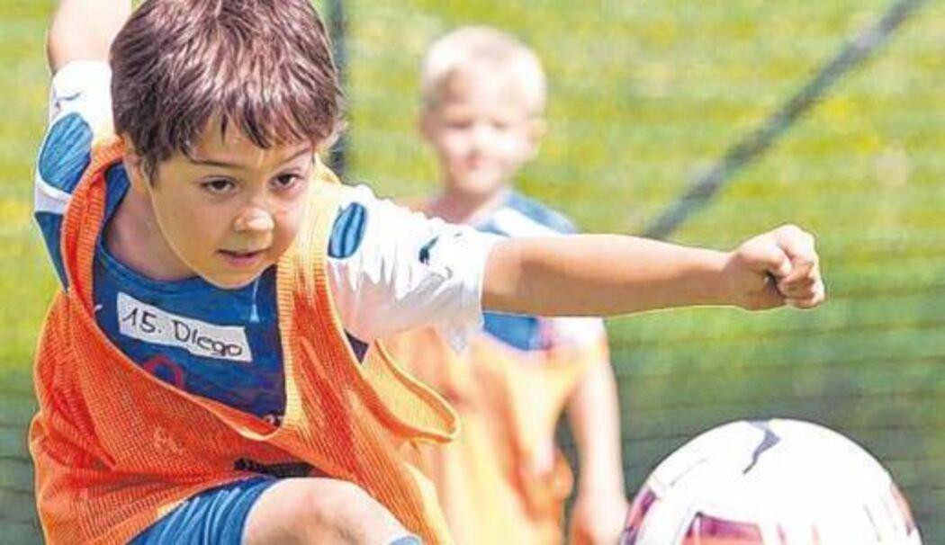 Warmherzige Atmosphare Im Fussballcamp 17 Nachwuchstalente Fuhlten Sich Rundum Wohl